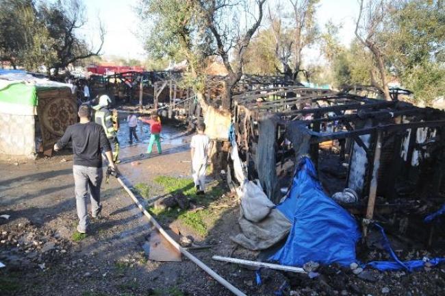 Mültecilerin barındığı 5 çadır yandı