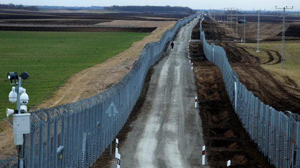 150 kilometrelik elektrikli sınır tel örgüleri