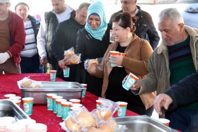 Aksaray Belediyesi, 2 bin kişiye hoşaf-ekmek dağıttı