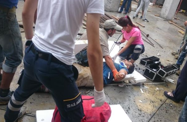Bir işçi 2.kattan düştü yaralandı