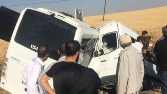Diyarbakır'da Polis Midibüsü ile sivil araç çarpıştı
