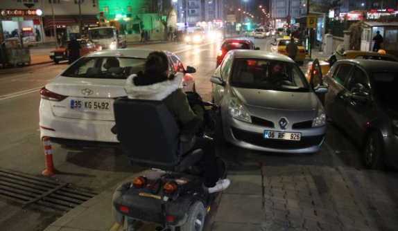 Engelli rampasına araç parkı