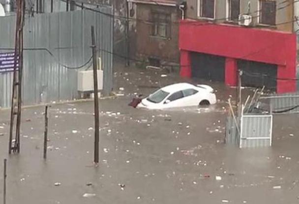 İstanbul'da yağış nedeniyle problemler başladı