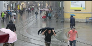 İstanbul'u sağanak vurdu