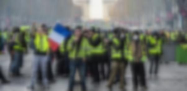 Macron'un Sarı Yelekliler kararları onaylandı