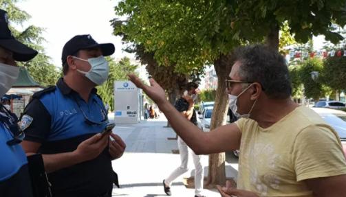Maskeden dolayı para cezası kesilen kişi polislerle tartıştı