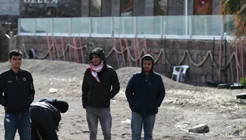 Motor ve botlarla sığınmacıları Yunanistan'a götürüyor