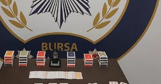 Polis telsizi dinleyerek kumar oynarken polise yakalandılar