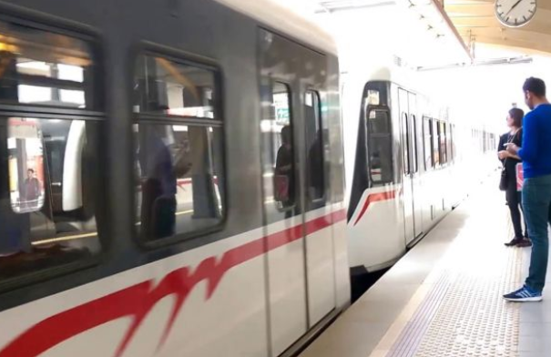 Trenin altında kaldı