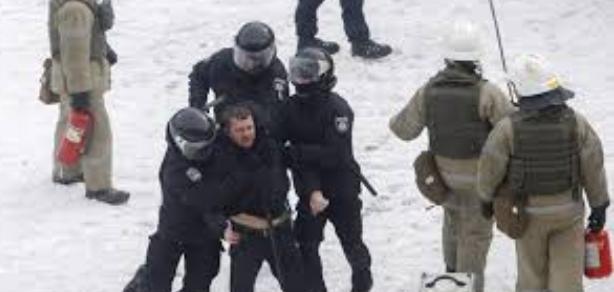 Ukrayna'daki çatışmalarda 8 polis yaralandı