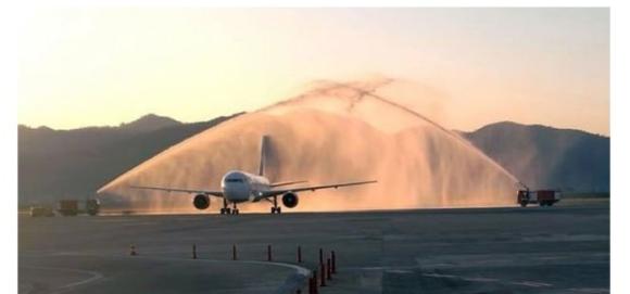 Ve ilk uçak Türkiye'ye geldi