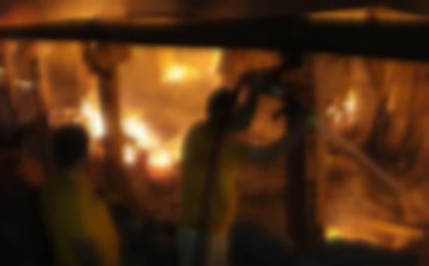 Yangında 2 işçi yaralandı