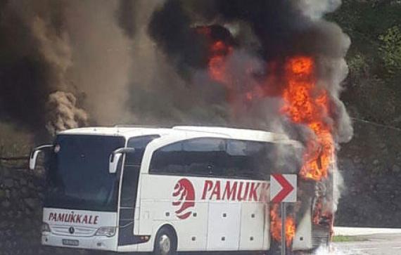 Yolcu otobüsü yandı kül oldu