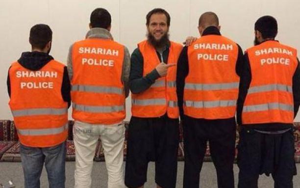 Almanya'da şeriat polisi  oluşturan imam