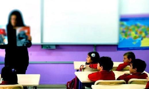 Okulda öğrencilere telefon kontrolü