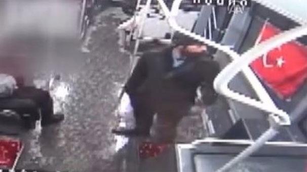 Türk bayrağına saldıran terörist