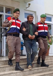 Jandarmanın yol kontrolünden kaçmaya çalışan cezaevi firarisi yakalandı