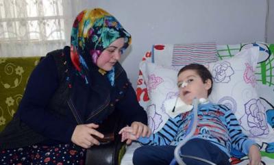 5 yaşındaki Ömer 2.5 yıldır solunum cihazına bağlı