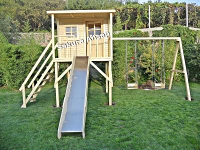 Ahşaptan üretilmiş çocuk oyun evleri