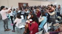 Bornova'da Çocuk Senfoni Orkestrası.