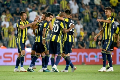 Fenerbahçe İki Futbolcuyla Sözleşme İmzaladı