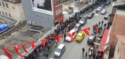 İstanbul'da 'bedava midye' izdihamı