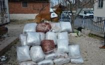 Kamyona yüklediği iş makinesinde 70 kilogram esrar ele geçirildi