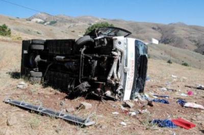 Kayseri'de tur midibüsü kaza yaptı