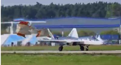 Su-57'nin standart dışı inişi