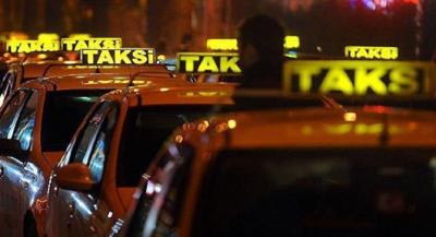 Taksisine binen kadına tecavüz etti