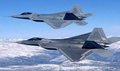 Uçakta sorun çıkartınca F-22 Savaş Uçakları Havalandı